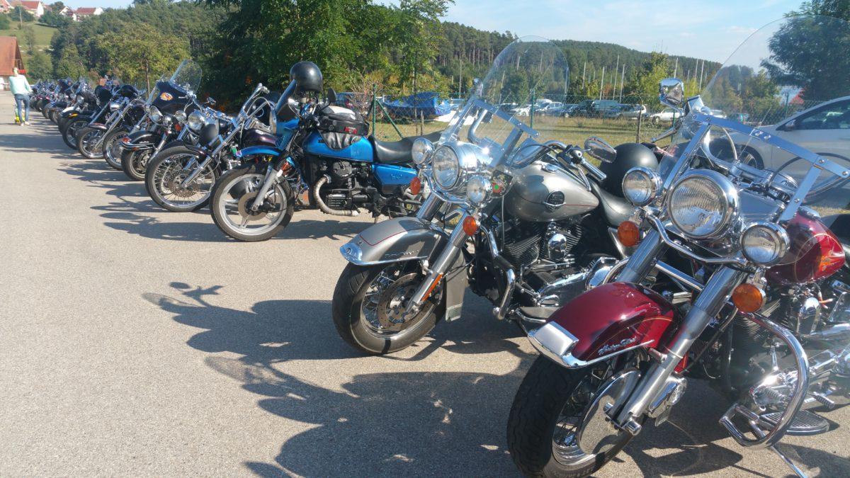 An einem Sonntagnachmittag am Brombachsee. Hat sich unter den Bikern wohl rumgesprochen, dass es hier schön ist!