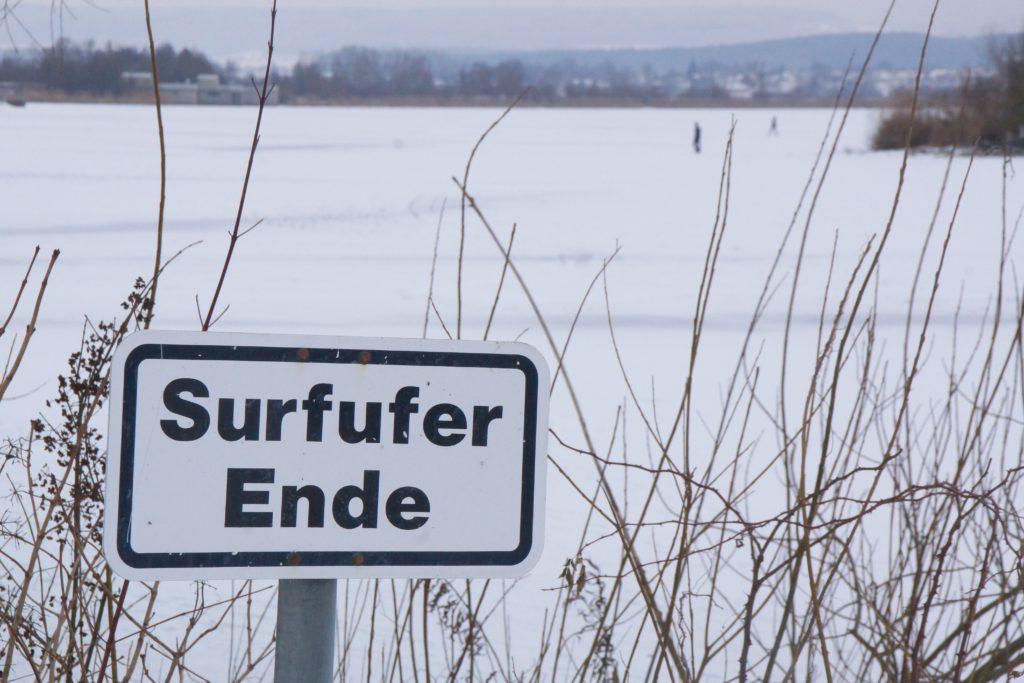 Surfer tun sich momentan am Altmühlsee schwer.