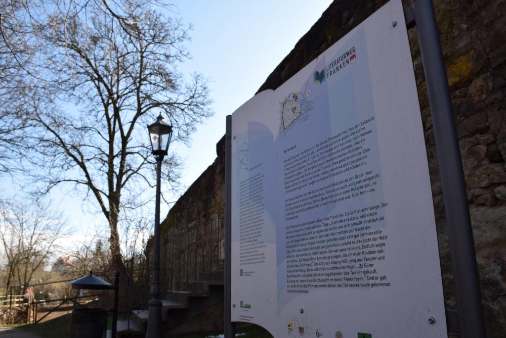 Tafel auf dem Literaturwanderweg Franken