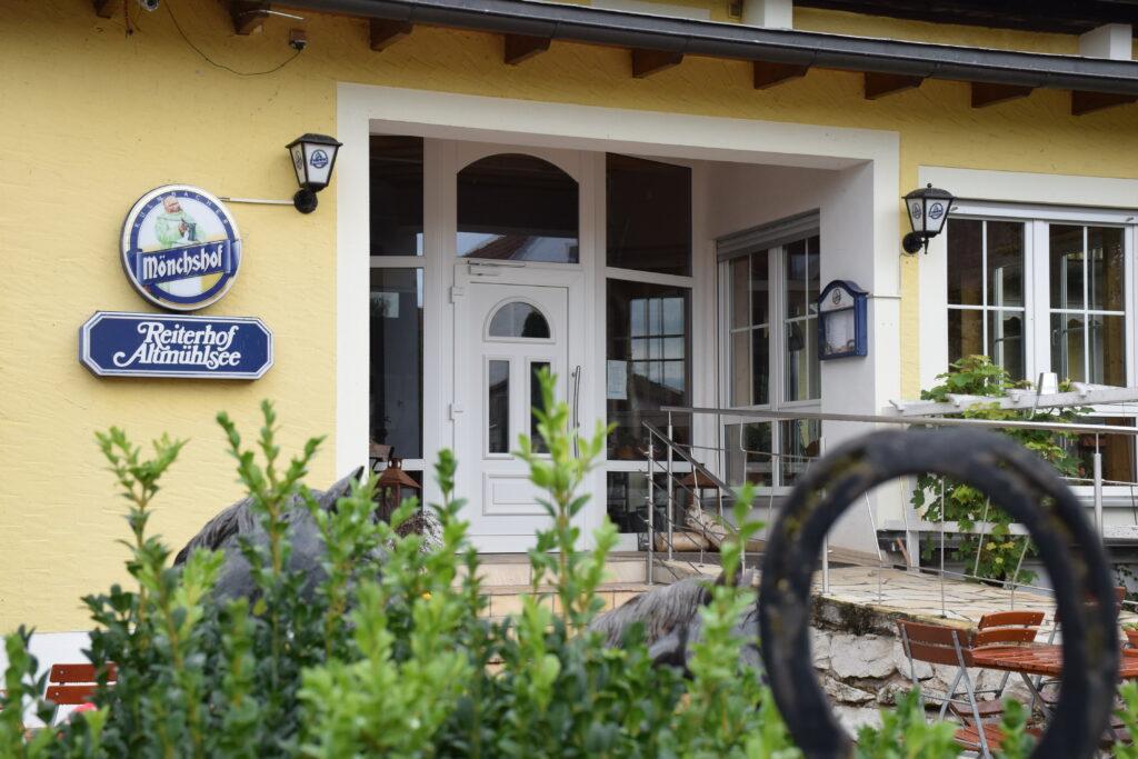 "Hoteleingang ""Reiterhof Altmühlsee"""