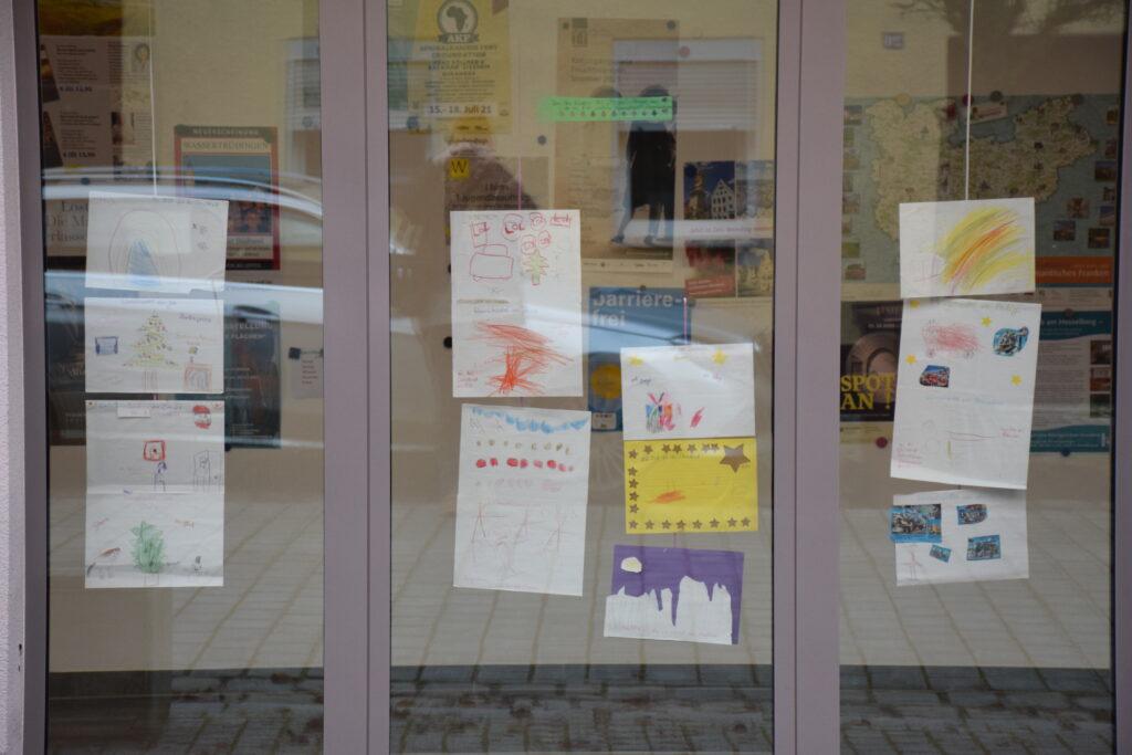 Wunschzettel im Schaufenster des Touristikservice Wassertrüdingen | Foto: Vera Held